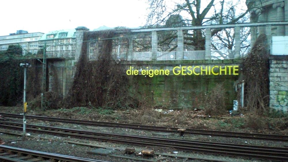 Die eigene Geschichte - Schriftzug am Hauptbahnhof