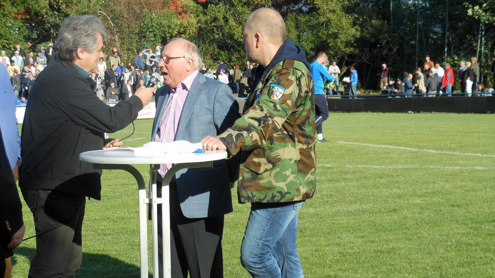 Prominente Gäste: Uwe Seeler (2.v.r.) und Lotto King Karl (r.)