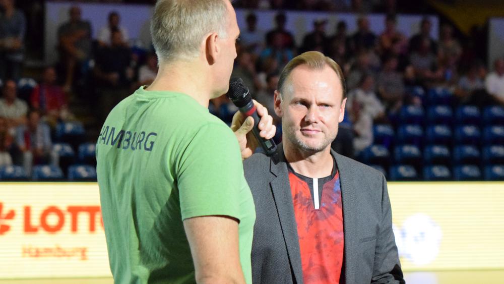 Sportsenator Andy Grote war - im Trikot - zu Gast